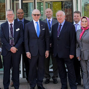 United States Ambassador to the UK visits NPL for an overview of cutting-edge scientific research